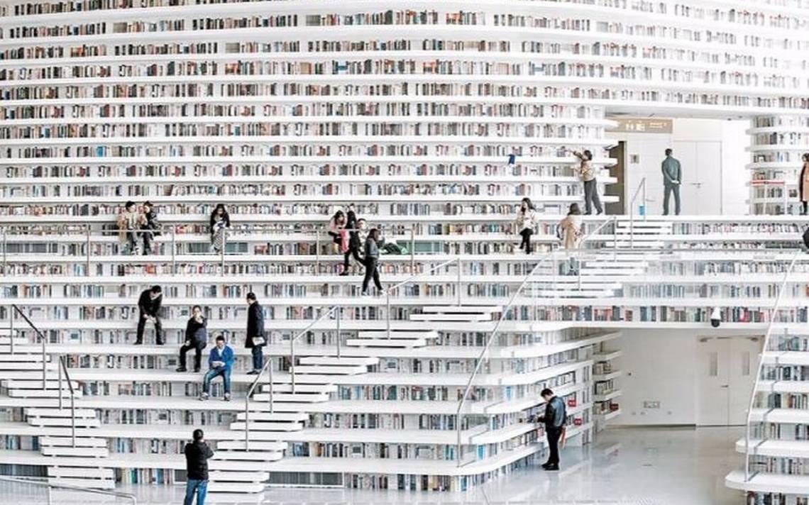 ¡Para los amantes de los libros! Biblioteca futurista llena de trampantojos