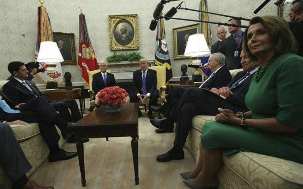 """Demócratas y Trump acuerdan protección a """"dreamers"""" sin dinero para muro"""