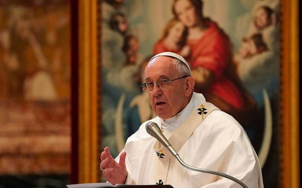 """Papa Francisco compara el aborto con prácticas nazis pero """"con guante blanco"""""""