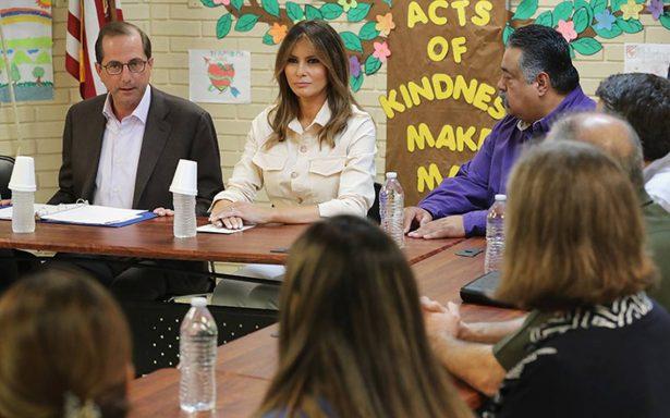 Melania Trump se reúne con niños migrantes separados de sus familias