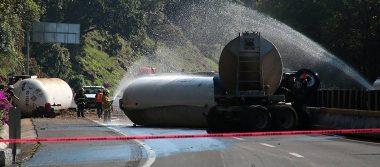 Tras 15 horas del accidente en la México-Cuernavaca reabren la circulación