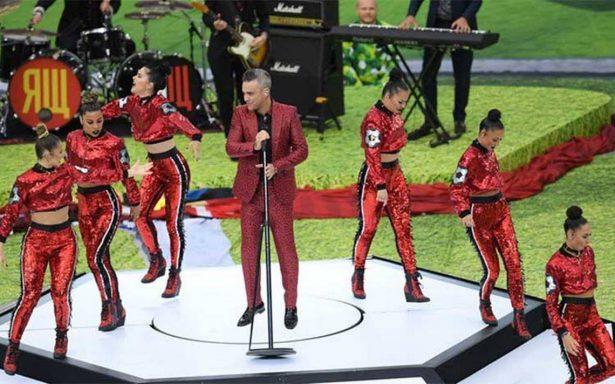 Robbie Williams conquista al público en la inauguración del Mundial