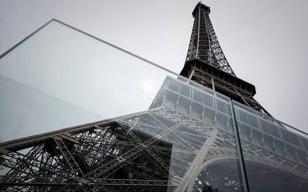 La Torre Eiffel se protege con nuevo perímetro de hierro y vidrio