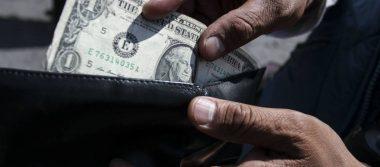 Sube dólar y alcanza 19.46 pesos a la venta en bancos