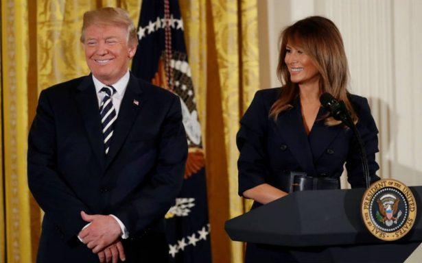 """Trump dice que su esposa Melania abandonará el hospital en """"2 o 3 días"""" tras cirugía"""