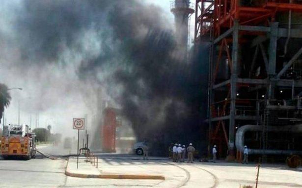 Se incendia planta catalítica de refinería en Cadereyta