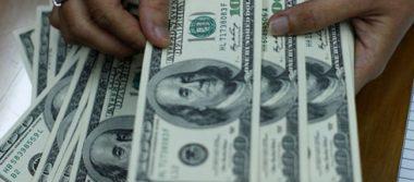 Dólar cede 18 centavos; cierra jornada este jueves en 22.14 pesos a la venta