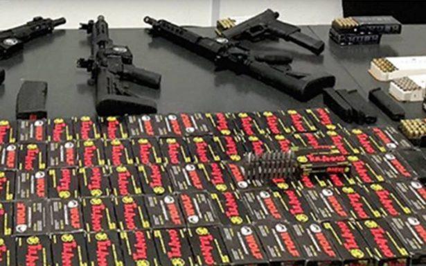 Aseguran vehículo que transportaba armas escondidas