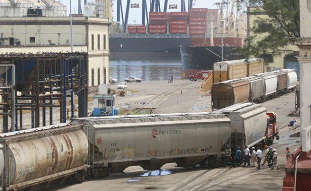 Dos furgones se descarrilan en zona portuaria de Veracruz