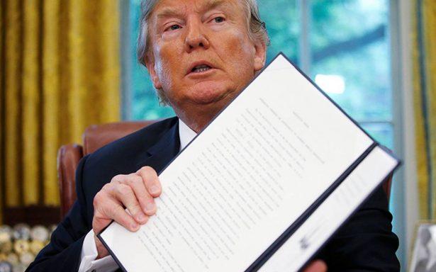 Trump firma decreto para poner fin a las separaciones de niños migrantes de sus padres