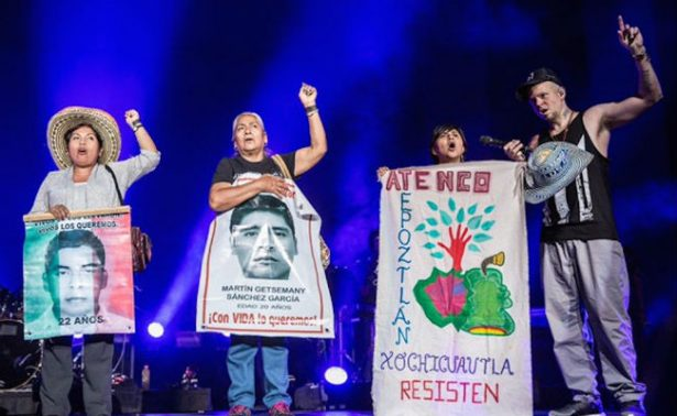 Residente arranca gira y da voz a padres de Ayotzinapa
