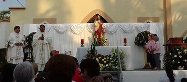 Festejan al Sagrado Corazón de Jesús