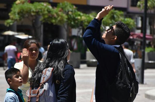 Eclipse total de sol se vio parcialmente en México y el norte de Sudamérica