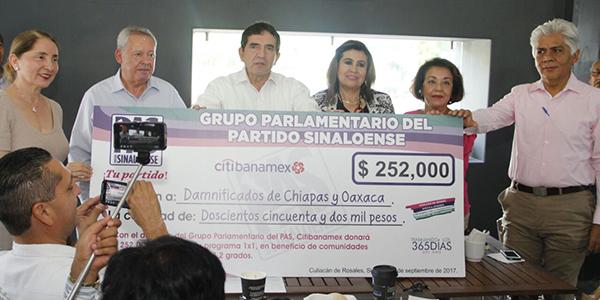 Los diputados del grupo parlamentario del PAS donaron para los damnificados de Oaxaca