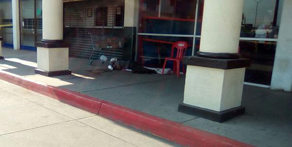 Guardias de una plaza comercial encuentran un cuerpo