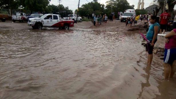 Aguacero de más de 30 milímetros deja  inundaciones en la zona del Valle