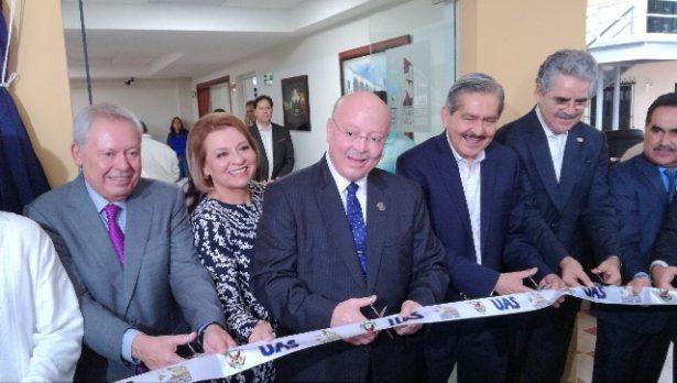 Gonzalo Gómez Flores felicita a Radio UAS en los festejos de su 46 aniversario