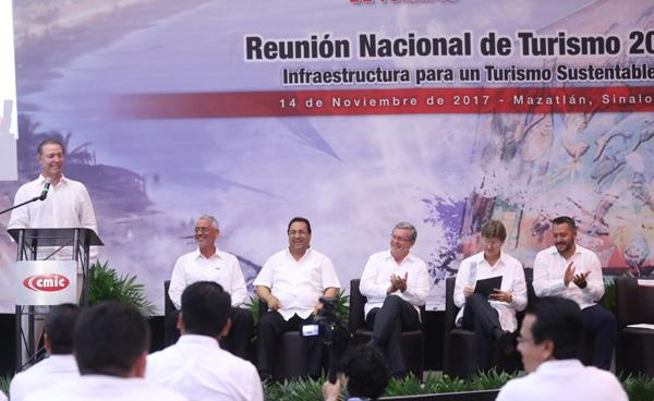 Compromete Quirino Ordaz distribución equitativa de la obra a constructores