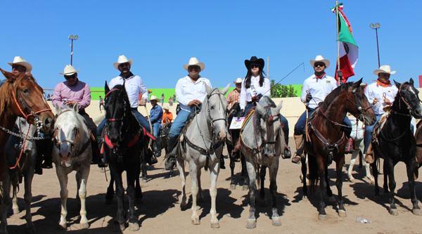 Con éxito concluye tradicional cabalgata en Culiacán