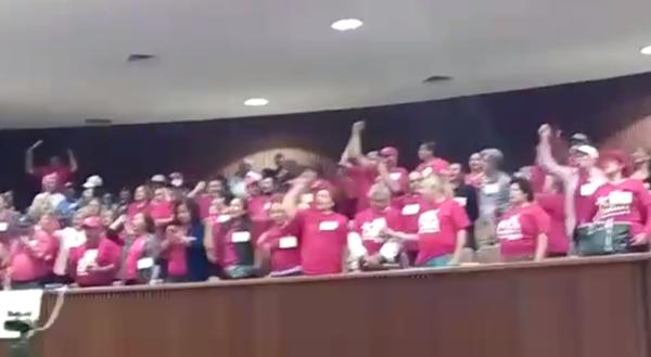 Maestros boicotean la sesión del Congreso