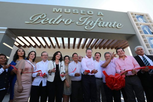 Inaugura Quirino Ordaz el Museo a Pedro Infante, en Guamúchil