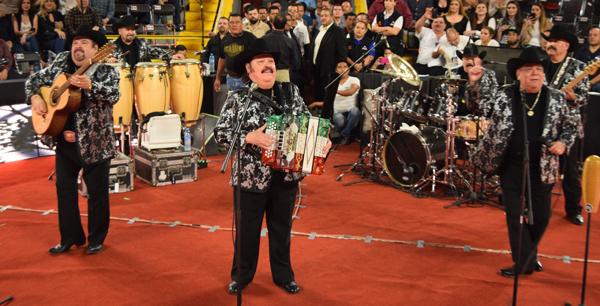 Complace Ramón Ayala en el Palenque Culiacán