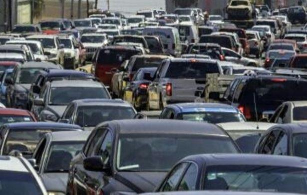 """Proponen que autos """"viejos"""" paguen 603 pesos de refrendo"""