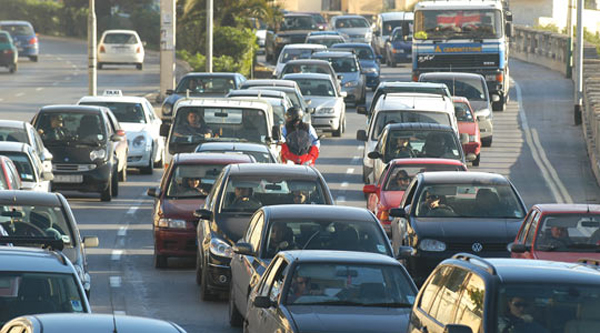 Solo la mitad de los vehículos que circulan, pagan sus impuestos
