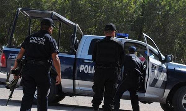 Joven es detenido con mariguana y una pistola