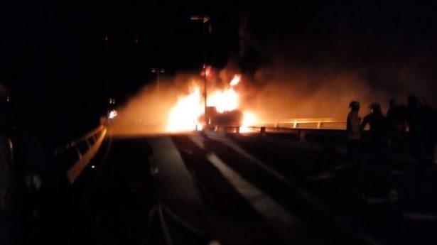 Incendio de pipa obliga a cerrar la Mazatlán-Durango