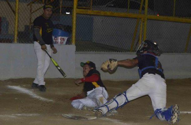 Luis Tordecillas luce con el bat