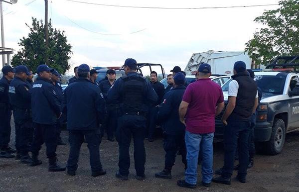 Paran labores policías en El Fuerte, exigen destitución de nuevo director