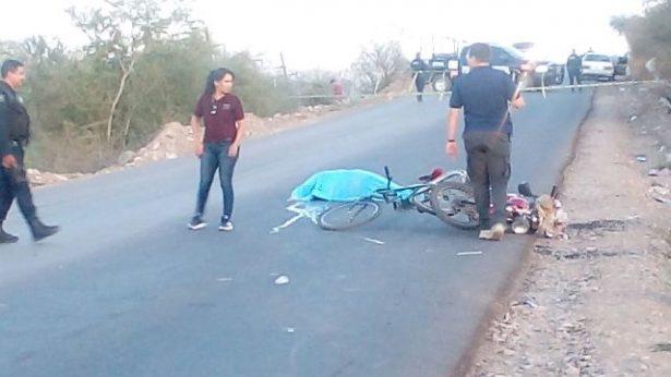 Muere ciclista al chocar con una motocicleta