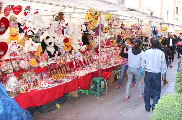 """Supervisarán a ambulantes por el """"Día de San Valentín"""""""