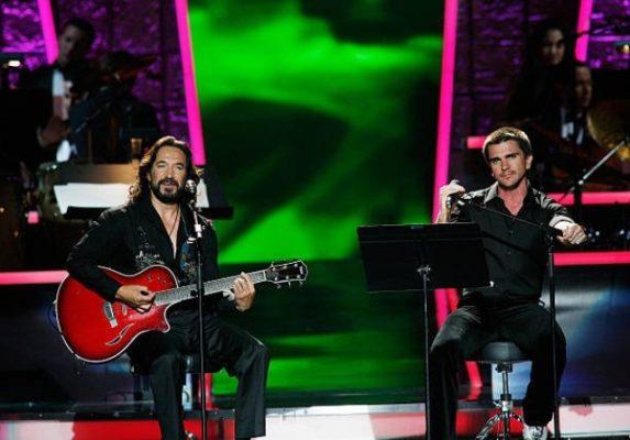 Juanes rinde tributo a Marco Antonio Solís