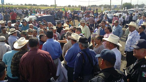 Productores agrícolas cerraron el acceso a la Expoagro