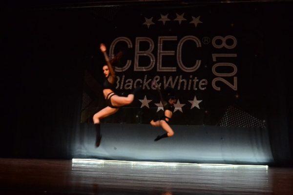 Con éxito en la competencia de baile