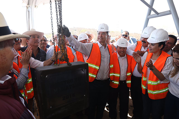 Quirino pone primera piedra de Rastro TIF Municipal en Mazatlán
