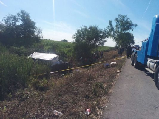 Mueren dos personas en accidente en Jacola