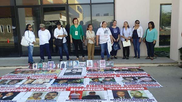 Rastreadoras protestan ante la Fiscalía General