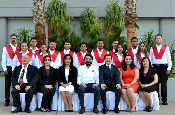 Se gradúa primera generación de la Universidad Casa Ley