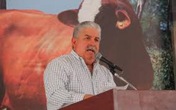 'Lleva la ganadería 38 años estancada'