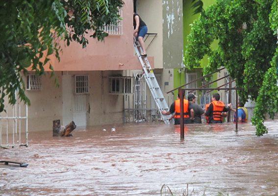 Costas que llaman huracanes