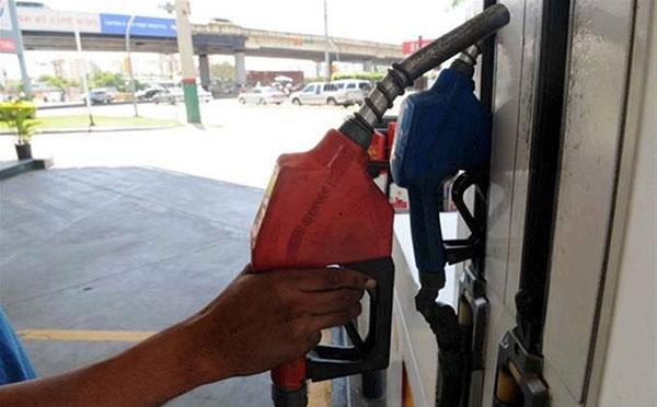 Diputados piden a AMLO quite o disminuya el IES a gasolinas