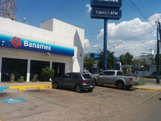 Asaltan el banco Banamex de la Aquiles Serdán