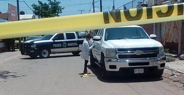 Localizan camioneta con manchas de sangre