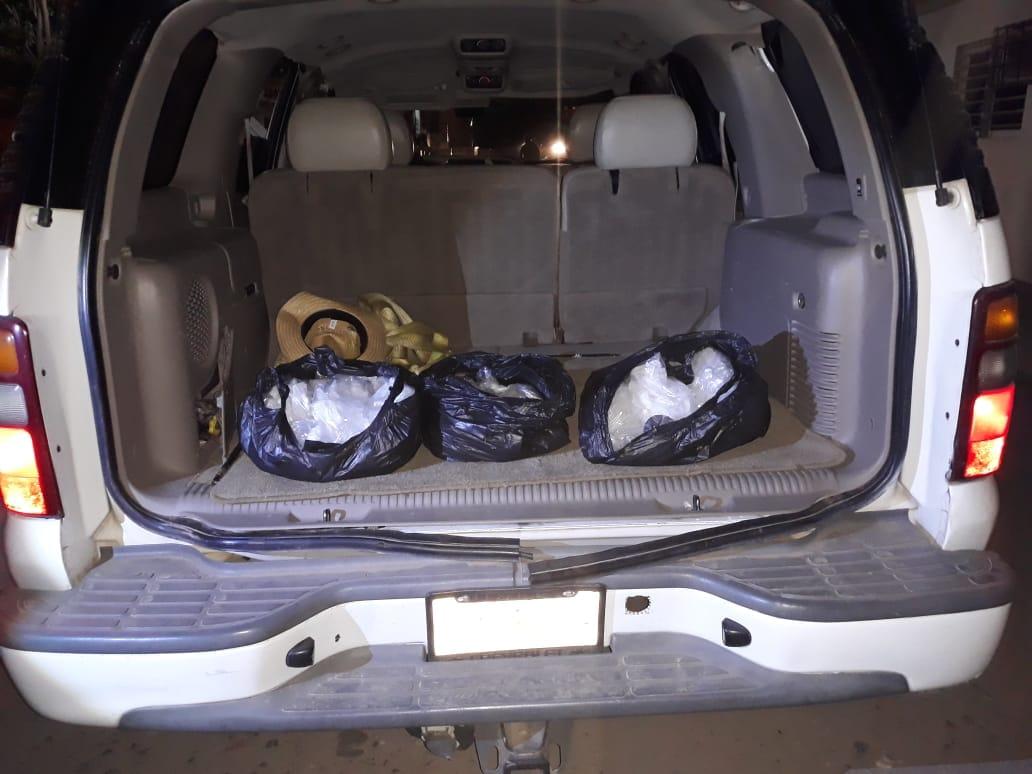Tres fueron las bolsas que se encontraron en la cajuela del vehículo. Foto: Cortesía.