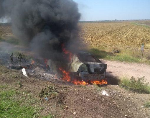 Salida de camino por la autopista Benito Juárez termina en un accidente y en un incendio
