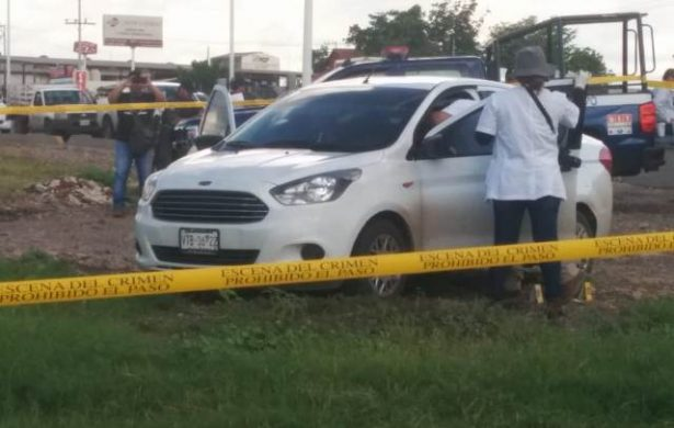 Abandonan un carro con una persona asesinada a balazos