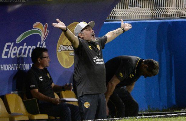 Maradona reprueba el trabajo arbitral